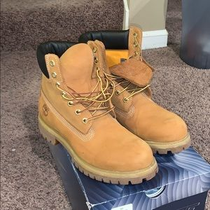 Men's tan Timberland boot Size 8